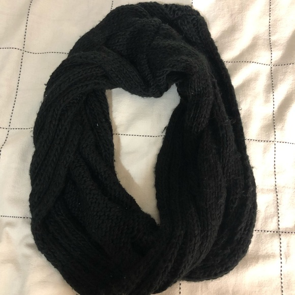 H&M Accessories - H&M Black Quilted Infinity Scarf